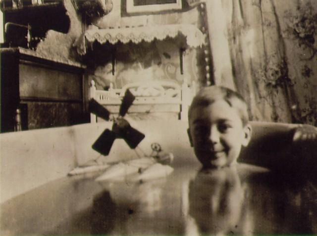 jaques LARTIGUE_1904_Self-portrait_Hydroglider